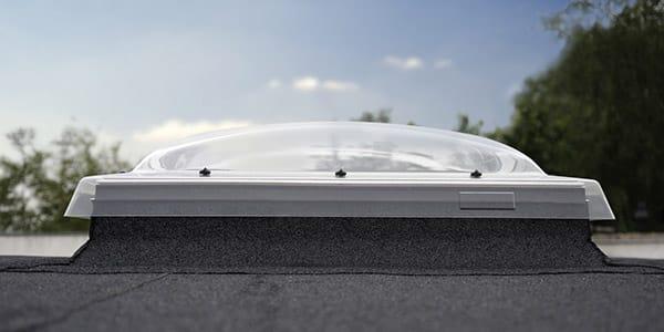 Ventana VELUX de cubierta plana VELUX con cúpula exterior