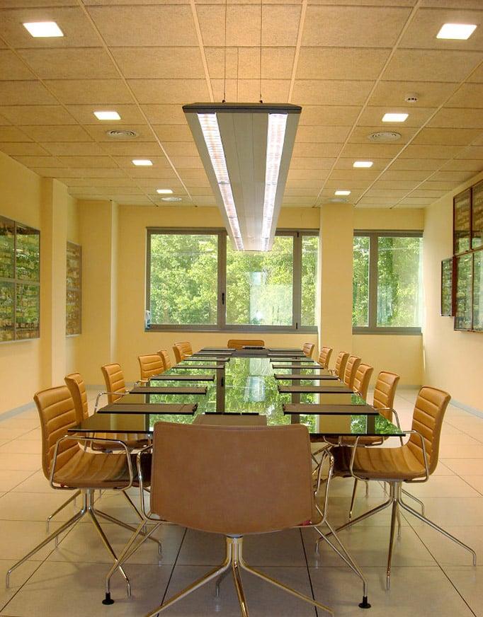 Sala de reuniones, detalle de celenit, aislante termoacústico natural de Maydisa