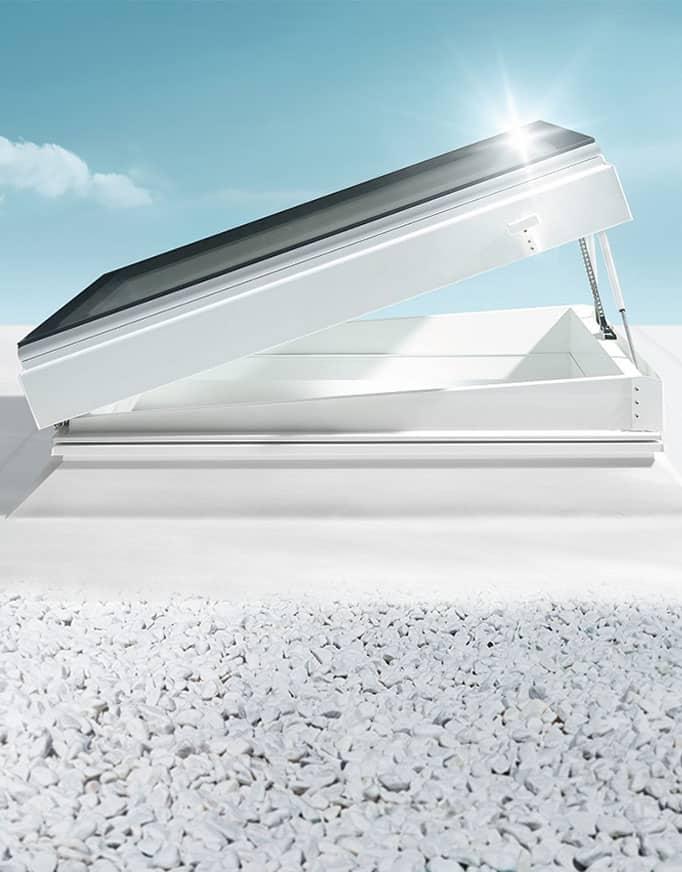 Skylux Motor Flex, la ventana para cubierta plana con zócalo inclinado de Maydisa